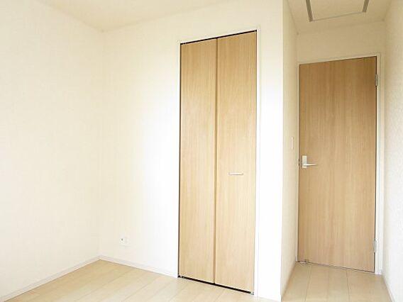洋室(2)収納...