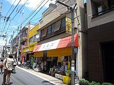 西武新宿線「都立家政」駅より徒歩1分。