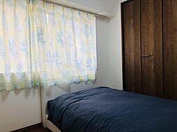 北側洋室ですマンションですが南北ともに窓があるので通気性もgood