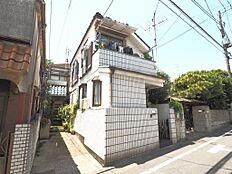 お写真左側にある通路、奥にある建物部分も敷地内となります。(平成30年5月21日撮影)