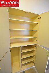 玄関収納が廊下部分にあり家から出るときには靴が選びやすいです。