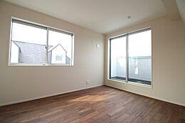 施工例写真です 洋室の参考写真です。フローリングやクロスの色味もお選びいただけますので、お好みの空間をお創り頂くことができます。