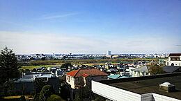 現地からの眺望/緑豊かな多摩川とその街並を望む素晴らしい景観です。