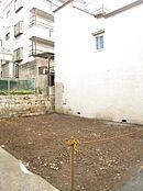 ~現地~ (土地面積:43.02平米(実測)、建物参考プラン:68.27平米(参考価格:1,400万円(税込)、前面道路:北西側私道約2.8m)