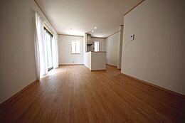 隣接する洋室を合わせると17.6帖の大空間