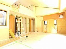 草加市八幡町 中古一戸建て 4LDKの居間