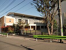 大泉中学校まで約1186m