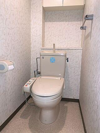 トイレには吊戸...