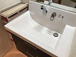収納スペース付の洗面台です。