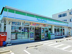 ファミリーマート港正徳町店まで493m徒歩約7分