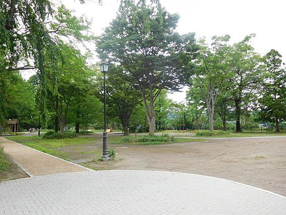 西公園へ徒歩2...