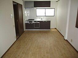 巽北2丁目 中古一戸建 4LDKの居間
