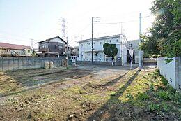 現地は建ぺい率40%・容積率80%の第一種低層住居専用地域のため通風良好です。