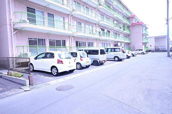 駐車場も平置き...