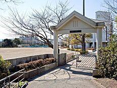 多摩市立鶴牧中学校 距離840m