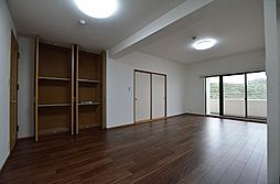 4SLDKの居間