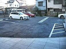 駐車場です。最新の空き状況は弊社スタッフまでお気軽にお問い合わせください。