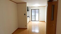LDKはゆったり約12.5帖。家具を配置しやすい長方形型です。