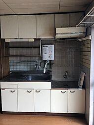 給湯器は新しいので、システムキッチン・洗面台はリフォームをおすすめします