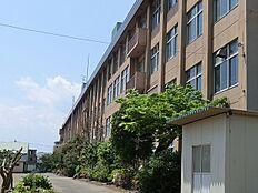 八王子市立由木中学校まで1445m